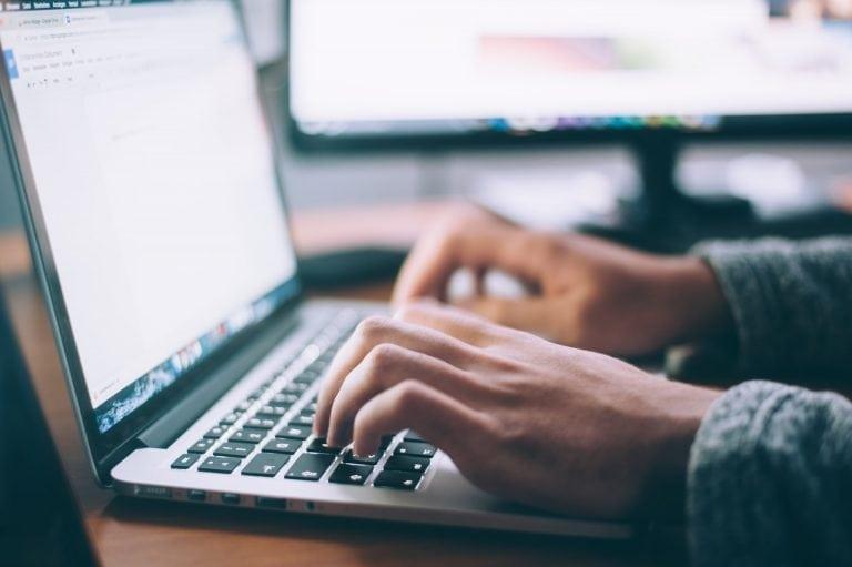 blogowanie na laptopie